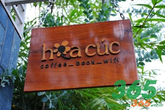 Bảng hiệu quán cà phê bằng gỗ độc đáo