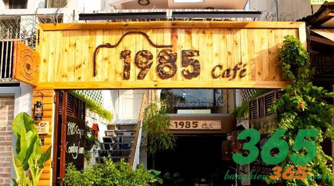 Bảng hiệu quán cà phê bằng gỗ cá tính