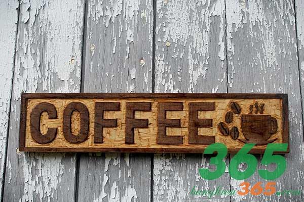 Bảng hiệu cafe gỗ khắc chữ đơn giản, sáng tạo