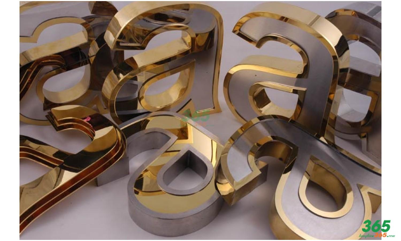 Mẫu chữ INOX vàng đồng mặt mica đẹp