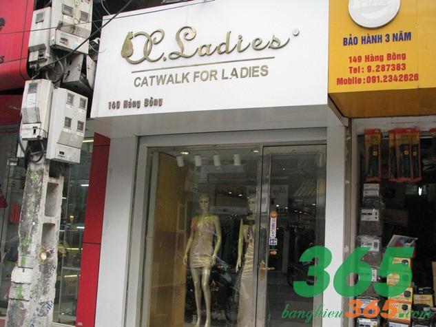 Bảng hiệu shop quần áo chữ nổi inox nghệ thuật