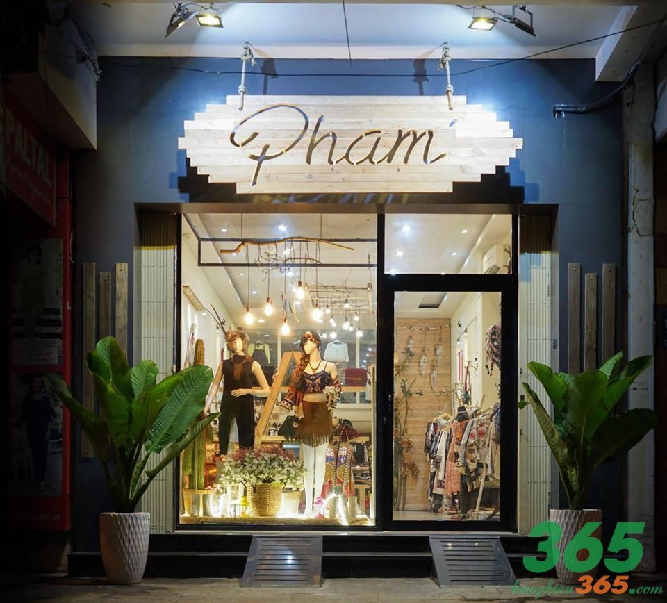 Bảng hiệu cửa hàng thời trang bằng gỗ độc đáo