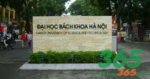 Mẫu bảng hiệu trường đại học nền đá chữ nổi inox ăn mòn