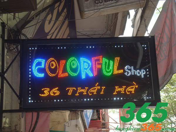 Biển vẫy đèn led nhiều màu sắc cho shop quần áo