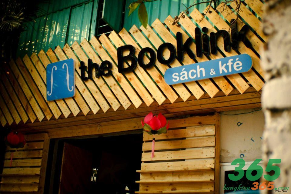 Bảng hiệu quán cà phê sách sáng tạo