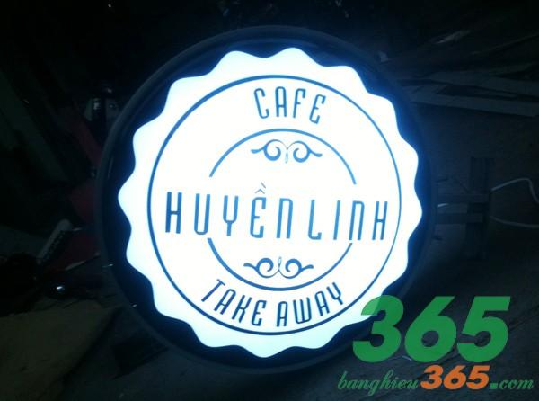 Bảng hiệu hộp đèn hút nổi mica đẹp cho quán cà phê take away