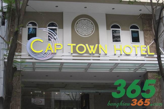 Mẫu bảng hiệu khách sạn mica đẹp tinh tế