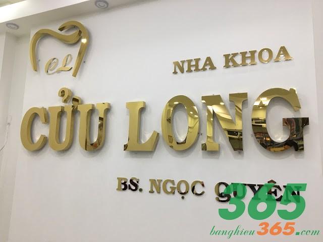 Mẫu bảng hiệu phòng khám nha khoa chữ nổi inox vàng gương sang trọng
