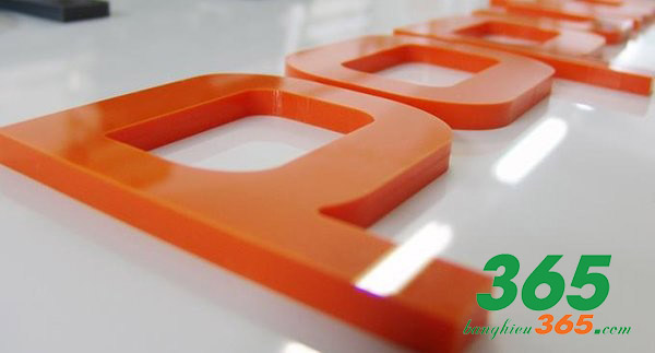 Chữ nổi mica có nhiều màu sắc phù hợp với màu chủ đạo của bộ nhận diện thương hiệu công ty bạn