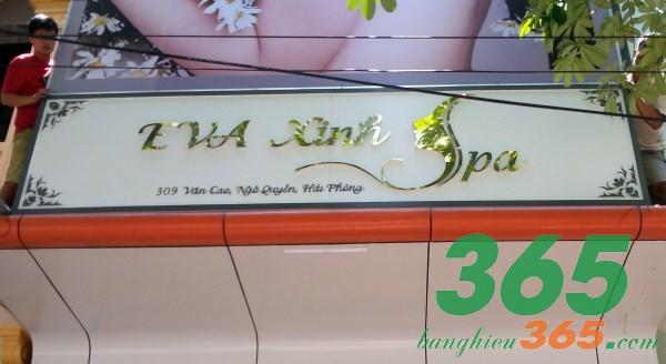 Biển quảng cáo mica chữ nổi inox vàng gương đơn giản, sang trọng của Spa Eva Xinh