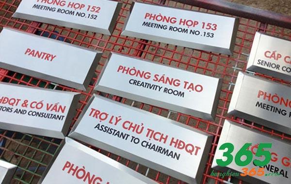 Bảng tên các bộ phận phòng ban từ inox ăn mòn kim loại rất nổi bật và chuyên nghiệp